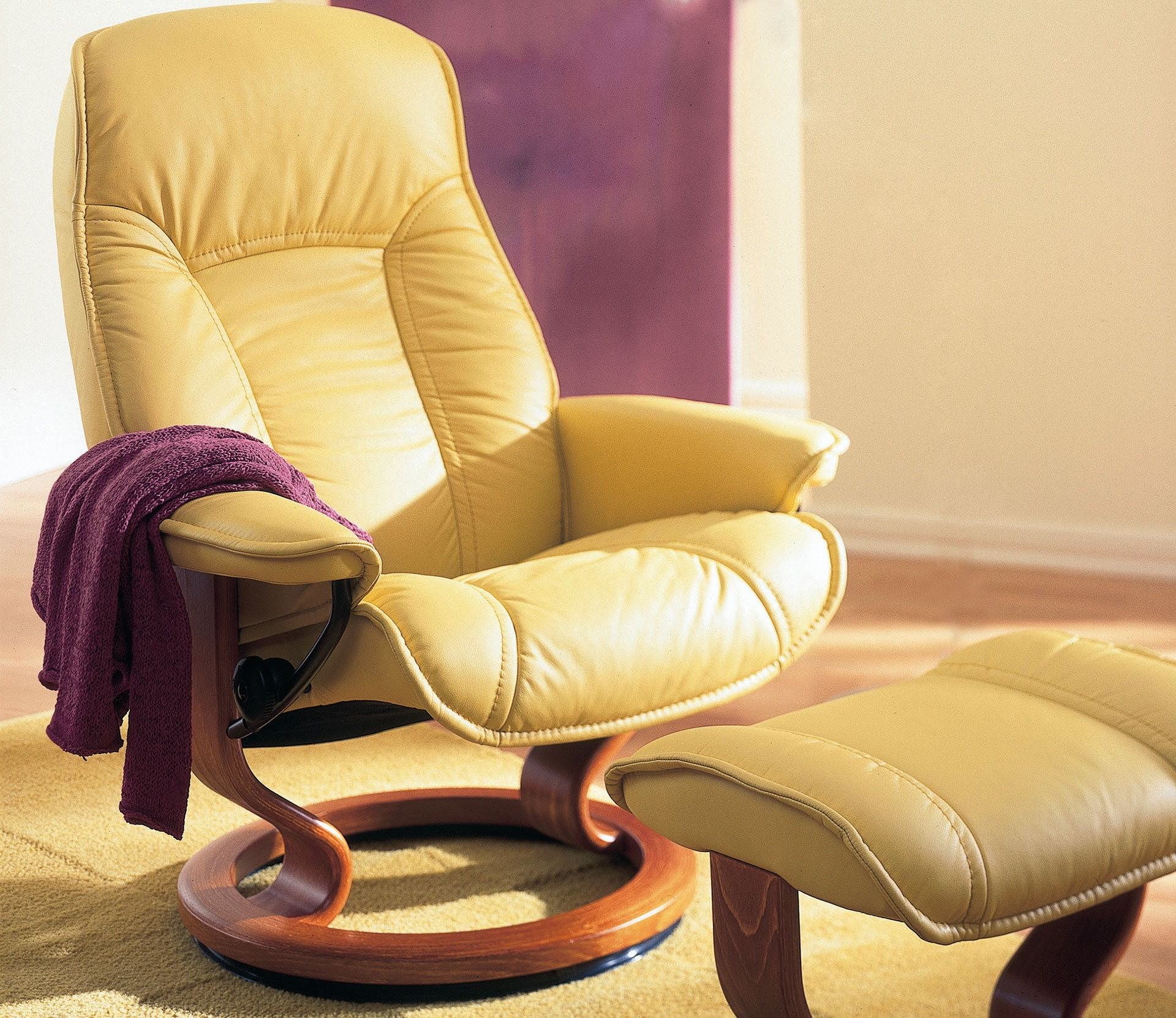 Stressless Senator Governor Recliner with Matching Ottoman